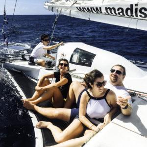 Famille en sortie bateau voile Marinique
